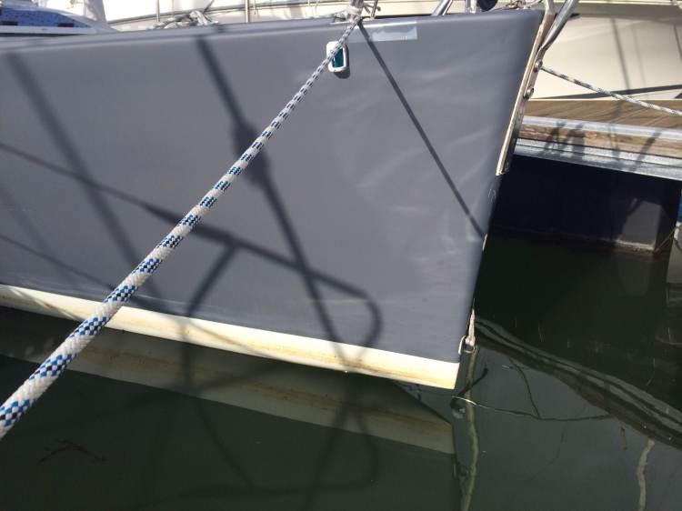 Brion hors de l'eau = bateau léger